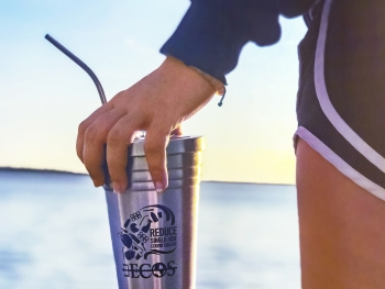 An Eckerd College student with a reusable tumbler.